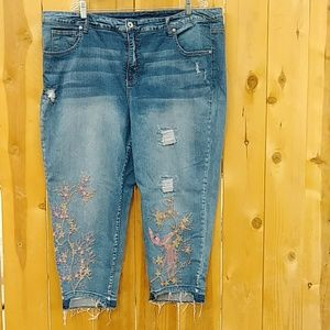 Crop Embroidered Jean